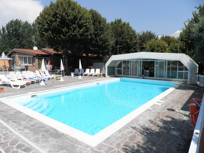 Campeggio lago di garda con piscina copribile villaggio - Campeggi con piscina lago di garda ...